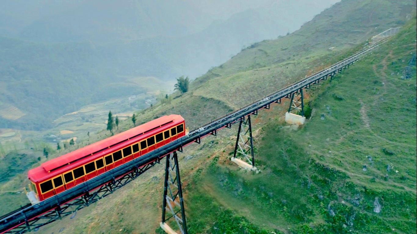 Ngắm trọn cảnh đẹp Sapa từ Tàu hoả leo núi Mường Hoa dài nhất, hiện đại nhất Việt Nam