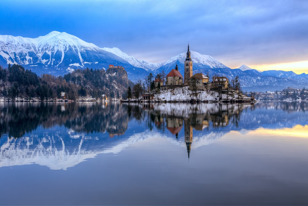 Bled-lake-slovenia-winter-azbooking