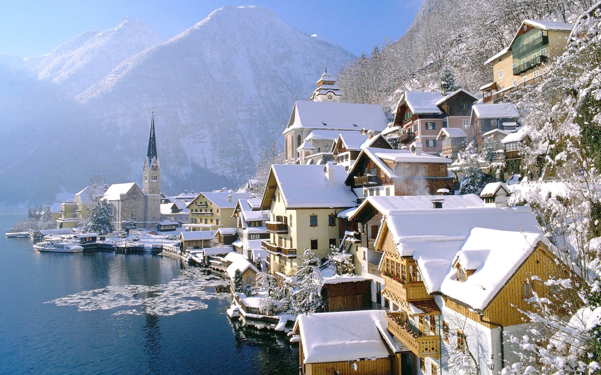 Hallstatt-lake-austria-winter-azbooking