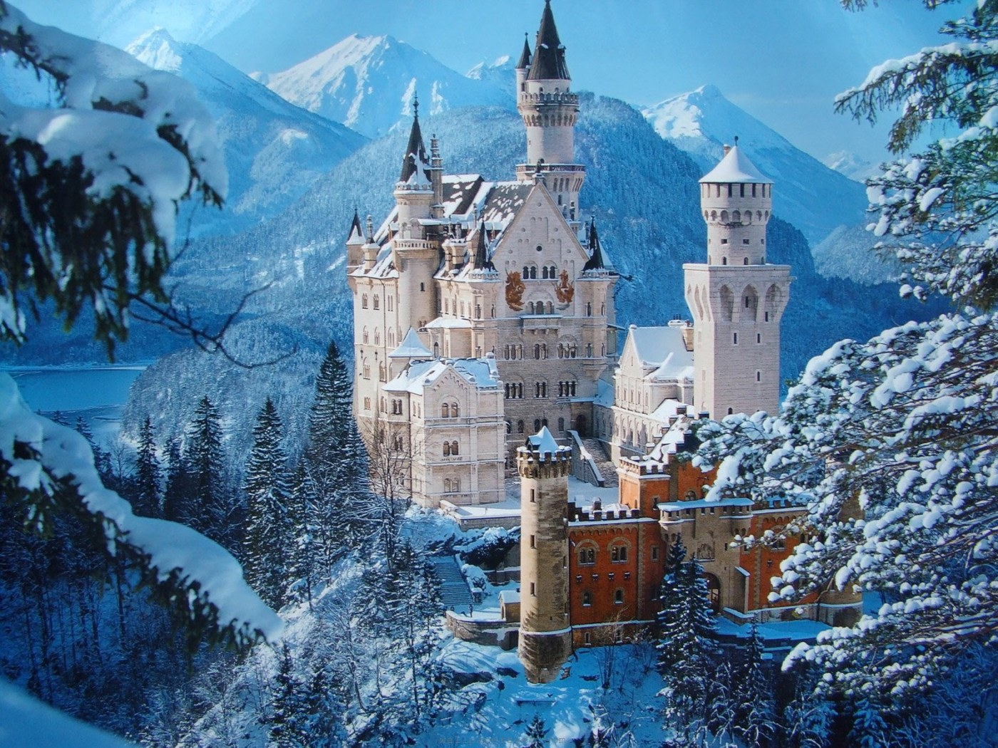 Schloss-Neuschwanstein-gemeni-winter-azbooking