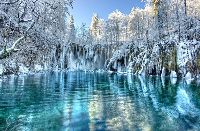 plitvice-croatia-winter-azbooking